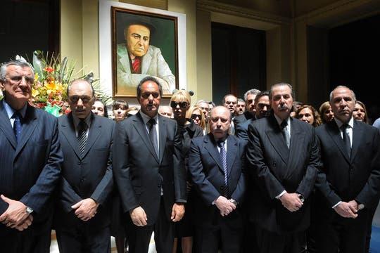 Gran cantidad de políticos y miembros del gabinete se acercaron a despedir a Néstor Kirchner. Foto: Presidencia de La Nación