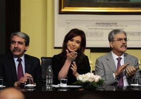 Aníbal Fernández, la Presidenta y De Vido, al hacer el anuncio