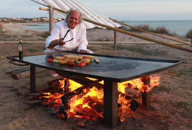 Desde técnicas milenarias hasta ensayos de laboratorio, hoy existen diferentes maneras de asar alimentos sin depender del gas o la electricidad. Preparate para armar tu propio horno solar.