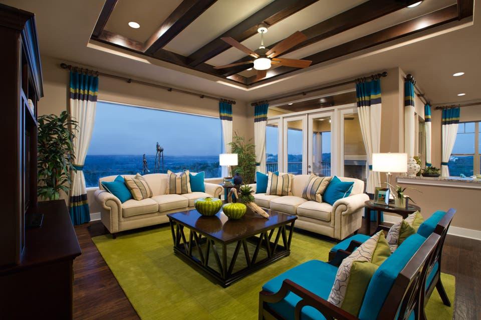 Panoramica: los ventanales son protagonistas en este living con una distribución perfecta para disfrutar de un paisaje sin fin.