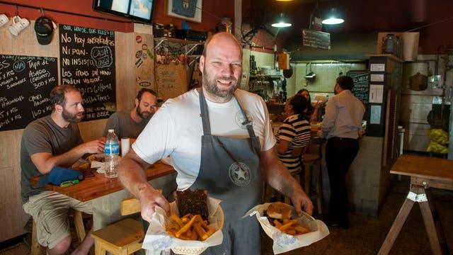 El chef de El Tejano, otro restó donde la especialidad son las costillas de cerdo