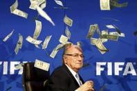 "Blatter celebra ""no ser corrupto"""