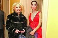 Inseparable de su abuela, Mirtha Legrand, Juana Viale encendió el Colón con un traje al rojo vivo