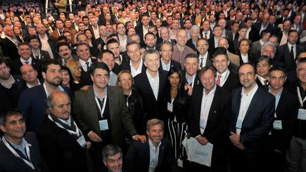 Macri, con funcionarios del Gobierno y los cientos de intendentes que fueron a Tecnópolis