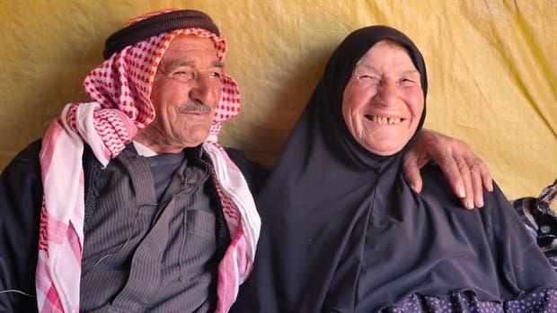 Son sirios, están casados hace 65 años y resisten al dolor de la guerra con amor
