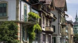 La capital suiza de Berna está salpicada de arcadas históricas, edificios de arenisca y fuentes.