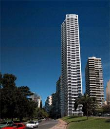 Perfil de Aqualina y sus estacionamientos automatizados internos, proyecto del estudio Mario Roberto Alvarez para la torre más alta de Rosario