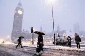 El mal tiempo y fuertes nevadas acompañarán a los londinenses durante toda etsa semana