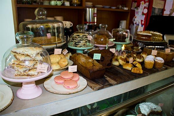 Cuadrados dulces y scones rellenos, lo mejor de la propuesta. Foto: Gentileza Agustina Ferreri