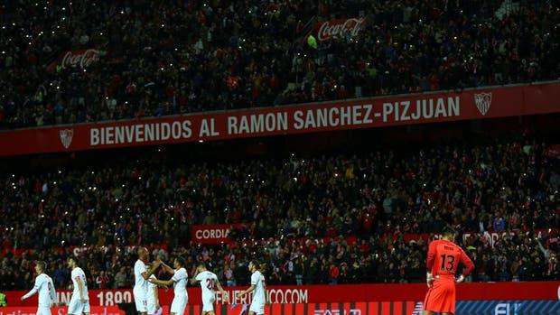 Manchester United y Sevilla entraron en una batalla por el precio de las entradas en la Champions League