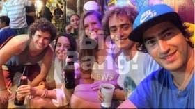 Las chicas asesinadas, con los muchachos chilenos