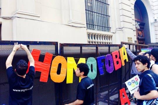 Gene participa de una marcha en la embajada rusa contra la homofobia en su país. Foto: Gentileza Gene Sh.