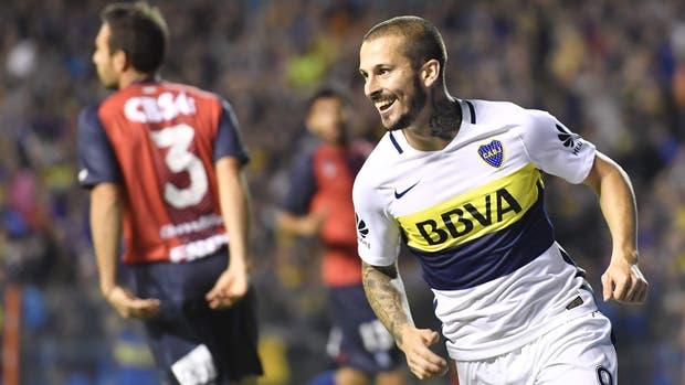 Darío Benedetto celebra el 1-0 ante Arsenal