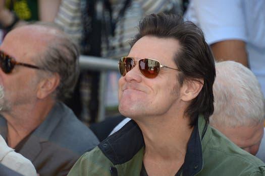 Jim Carrey mira la performace de su tocaya, Jane Fonda, en el Classic Film Festival. Foto: AFP