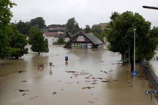 Graves inundaciones que no ceden en numerosas regiones de Alemania, República Checa y Austria, amenazan con llegar a Hungría, Eslovaquia y Polonia, dejaron hasta el momento ocho muertos y una decena de desaparecidos. Foto: Reuters