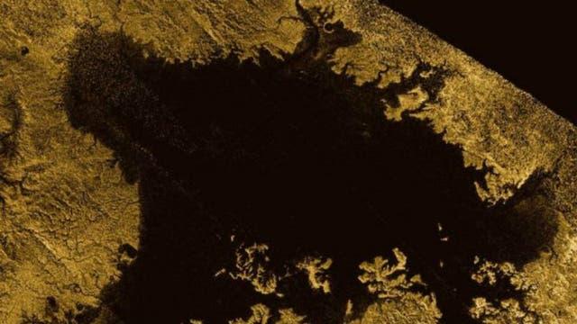 El Mar de Ligeia, en el polo norte, es el segundo mayor cuerpo de agua en la luna Titán. Esta lleno de hidrocarburos líquidos como etano y metano.