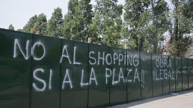 Rechazan en Colegiales la construcción de locales en una futura plaza ubicada frente al Mercado de pulgas