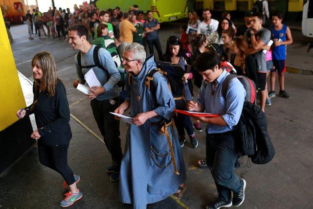 Filas de argentinos para ingresar a Chile en la frontera