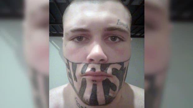 Mark Cropp tiene problemas para encontrar trabajo debido al enorme tatuaje que cubre su rostro