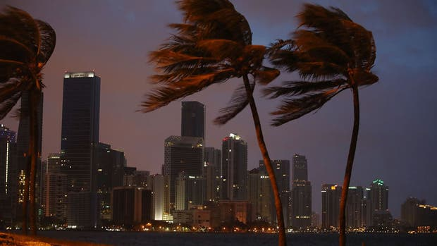 Huracán Irma en Miami: el video que muestra las impresionantes olas que provoca a su paso