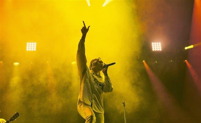 """Arcade Fire cerró la tercera noche del festival en Chicago con un Win Butler encendido y un set que incluyó tanto clásicos como temas nuevos y el cover de """"Mind Games"""", de John Lennon"""