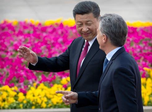 En en cierra de su visita a China es recibido por el presidente Xi Jinping para compartir una cena en el Salón Dorado del Palacio del Pueblo. Foto: AP