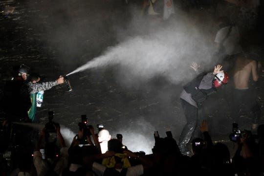 La policía utilizó gas pimiento durante la manifestación frente al Congreso Nacional en Brasilia. Foto: AP