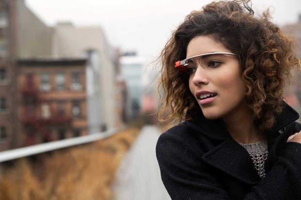Google presentó un video que muestra el funcionamiento de los anteojos Glass