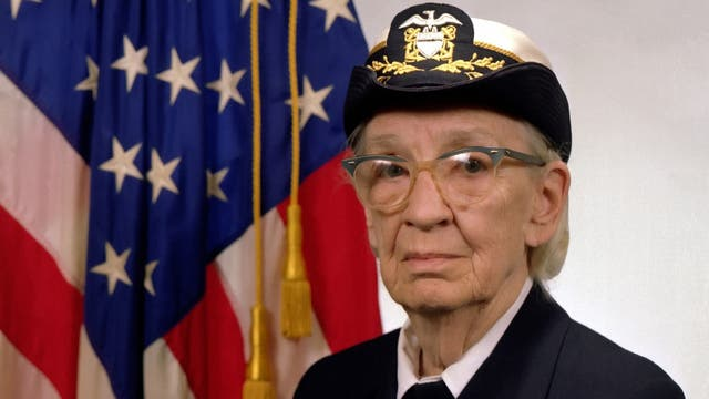 Grace Hopper volvió a la Armada en 1966 y se retiró 20 años después con el cargo de contraalmirante