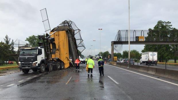 No había ninguna persona sobre el puente al momento del impacto