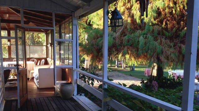 Sobre el río, la casona de Atelier Chez Lissie puede ser un programa para todo el día