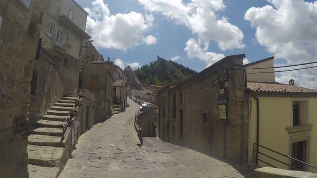 El casco antiguo de la ciudad o barrio de Arabata, al que se accede por pasadizos con escaleras