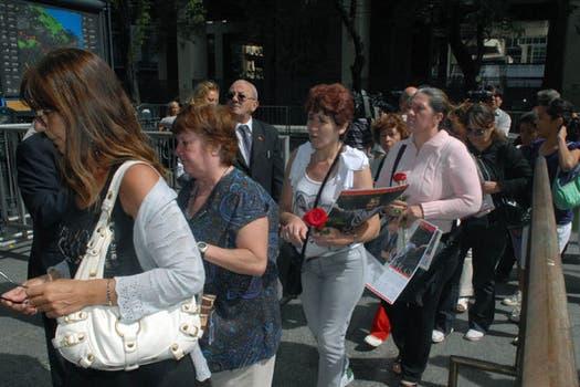 Cientos de fans despiden al cantante en la capilla ardiente del Congreso. Foto: Télam