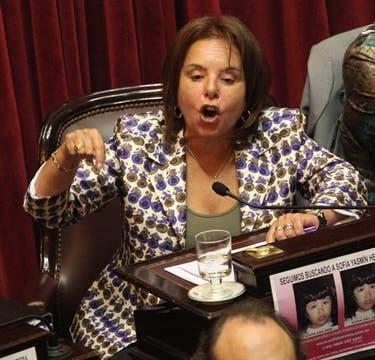 La senadora Chiche Duhalde interrumpe a Pichetto durante el cierre del debate. Foto: LA NACION / Hernán Zenteno