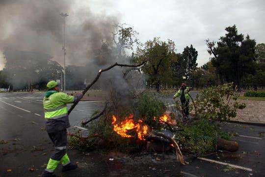 La mujer de hombre fallecido dijo que esperaron 15 horas por un traslado. Foto: LA NACION / Aníbal Greco