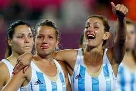Lucha, junto a Delfi Merino y Noe Barrionuevo; tristes por la derrota y contentas por plata
