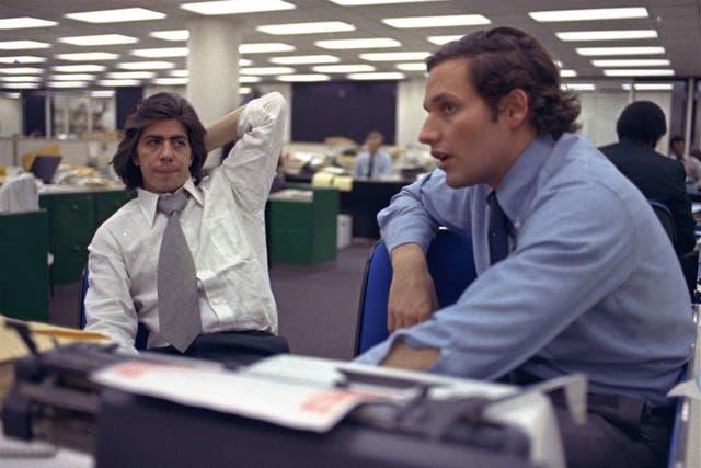 Bob Woodward (de) y Carl Bernstein (iz), autores del reportaje Watergate
