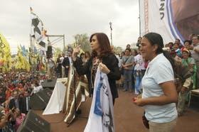 La líder de la organización social Tupac Amaru, Milagro Sala, junto a la presidenta Cristina Kirchner