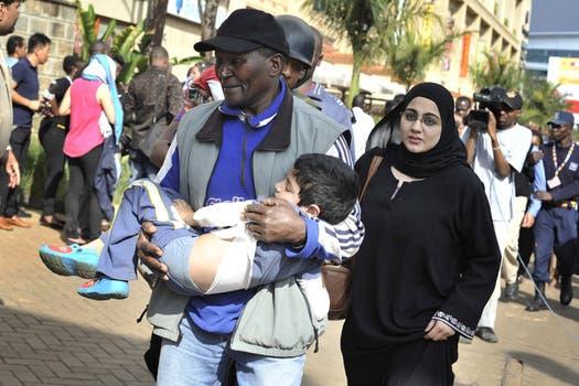 violento ataque shopping centro comercial Nairobi Kenia muertos heridos armas granadas. Foto: AP