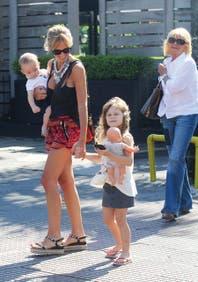 Mariana Fabbiani disfruta del verano porteño con sus ángeles