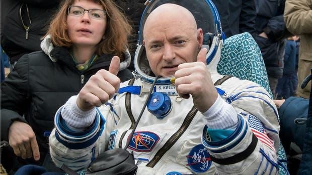 Kelly al volver a la Tierra en una nave rusa Soyuz