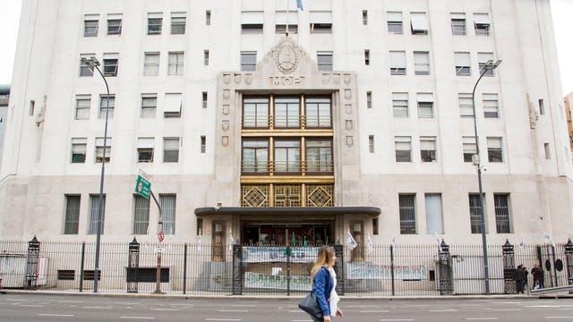 La entrada principal del edificio