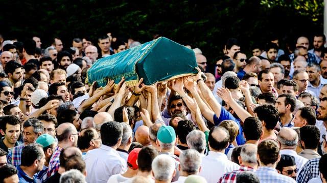 Funeral masivo, ayer, en Estambul