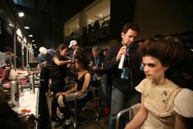 En el backstage tanto las modelos como el público probaron las últimas tendencias en peinados