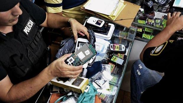 Con la registración de los celulares prepagos las autoridades buscan combatir el robo y la comercialización de los dispositivos en el mercado negro, además de limitar el uso de líneas para cometer delitos