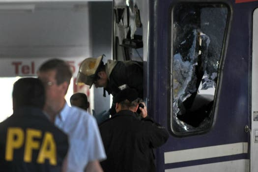 Otro tren de la línea Sarmiento chocó en la estación Once y provocó 80 heridos; no hubo víctimas fatales. Foto: Télam