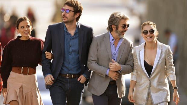 La española Elena Anaya, el director Santiago Mitre, Darín y Dolores Fonzi en el photocall de La cordillera que precedió la entrega del premio Donostia