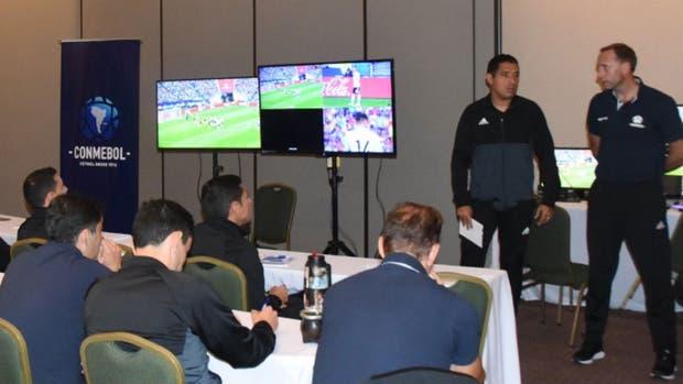 La Conmebol presentó el VAR para la Copa Libertadores y Copa Sudamericana