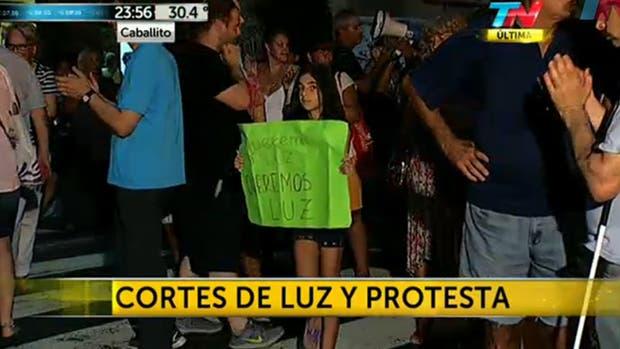 Vecinos protestan por los cortes de luz en diferentes barrios porteños