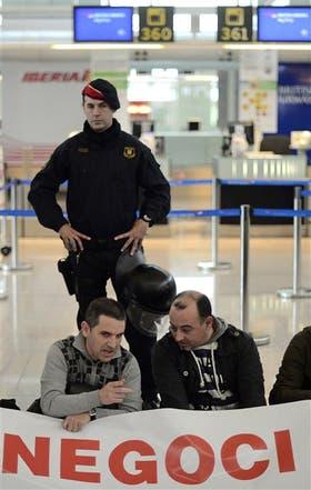 Trabajadores de Iberia, ayer, de paro